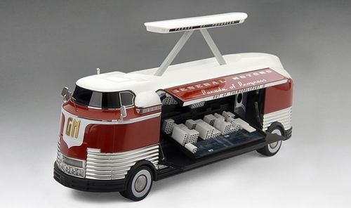 BUS GM FUTURLINER 1954 OUT OF MUDDLE GM PARADE OF PROGRESS 1/43